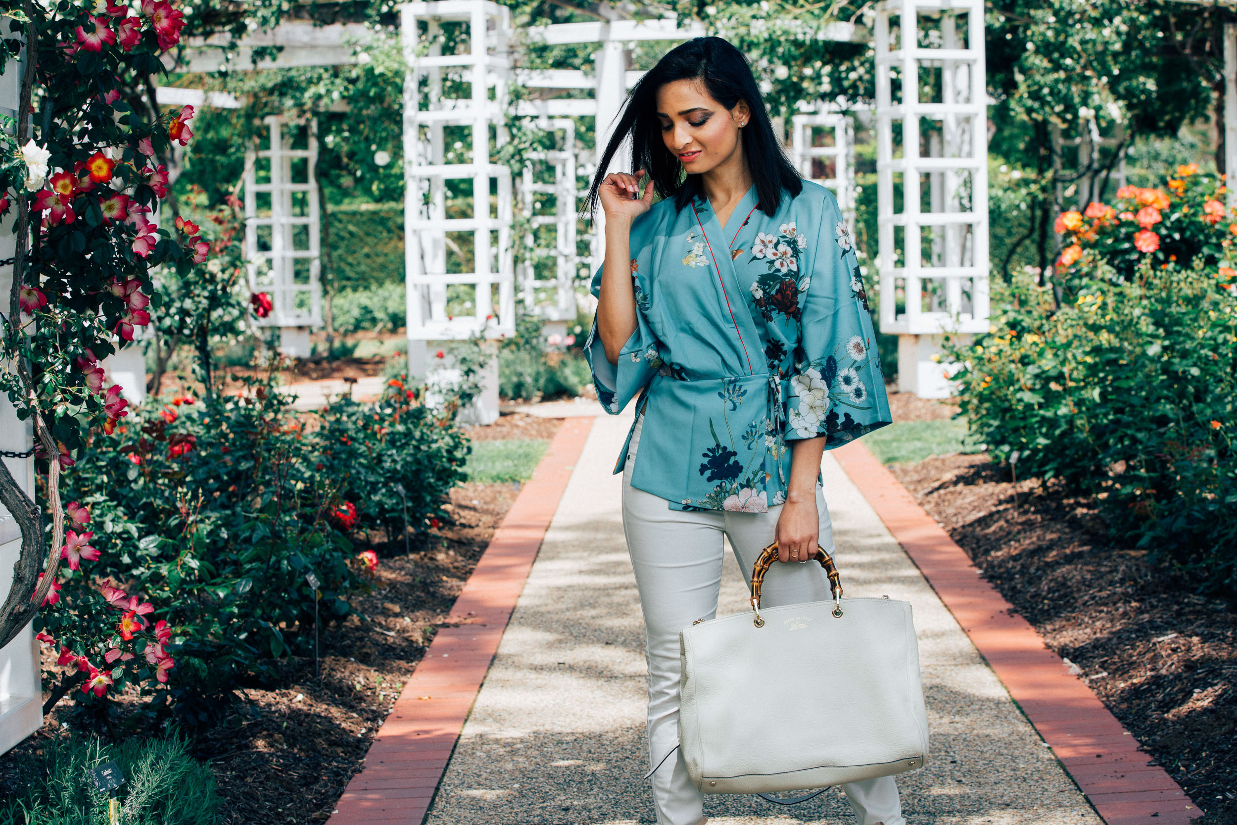 girl in blue floral kimono top holding a white Gucci tote for fashion editorial
